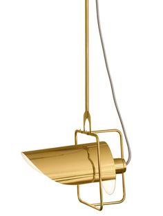 O pendente Farol lançamento da La Lampe, faz uma releitura das antigas lanternas sinalizadoras. Desenhada pelo Estúdio Nada se Leva ele é extremamente versátil, pois além de ter haste regulável também permite que sua cúpula gire 360º dando total liberdade no momento de direcionar a luz.
