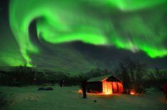 Amazing Northern Lights in Abisko http://www.theaurorazone.com/holidays/11/the-aurora-hunt