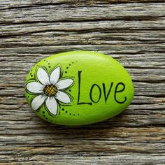 Your place to buy and sell all things handmade Love Daisy on Green Painted Rock,Decorative Accent Stone, Paperweight by HeartandSoulbyDeb on Etsy Rock Painting Patterns, Rock Painting Ideas Easy, Rock Painting Designs, Paint Designs, Pebble Painting, Pebble Art, Stone Painting, Painted Rocks Craft, Hand Painted Rocks