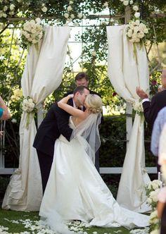 #weddingphotography #firstkiss #weddingdecorations