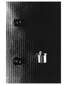 Le mini cendrier de poche Maison Martin Margiela sur http://www.utileetfutile.fr/mmm-ligne-13/836-le-cendrier-de-poche-de-maison-martin-margiela-ligne-13-3166650520491.html est en inox poli miroir et muni d'une attache permettant de l'accrocher à une poche. Comment se débarrasser facilement des cendres lorsqu'un cendrier classique n'est pas disponible ? Idéal pour rester chic dans une garden party ou un cocktail. Alors Utile ou Futile ?