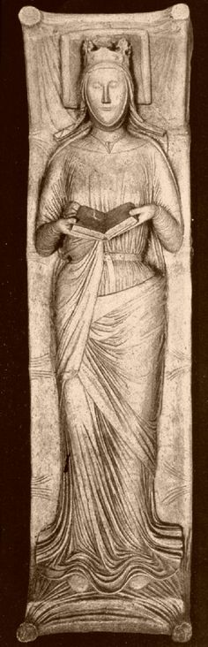 Eleanor of Aquitaine's effigy at Fontrevault. Queen of France and England, she was known for her passion for reading. Lovely.
