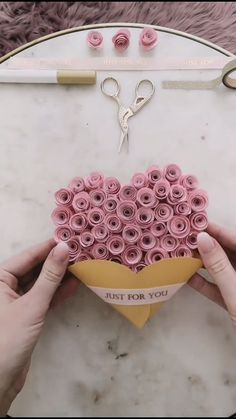 diy birthday gifts for boyfriend Alejo ideas for boyfriend diy diy videos 5 minute crafts Cool Paper Crafts, Paper Flowers Craft, Paper Crafts Origami, Flower Crafts, Diy Projects With Paper, Paper Flower Garlands, Paper Quilling Flowers, Paper Quilling Jewelry, Flower Paper