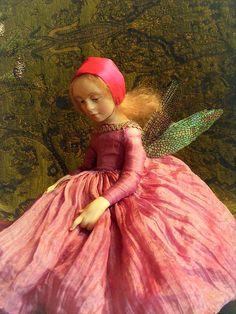 Ana BRAHMS pequeña hada en color de rosa uno de los tipos de la escultura ART muñeca