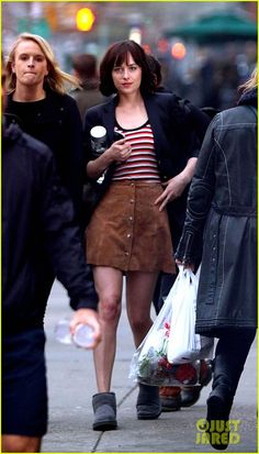 how to be single dakota johnson - Google Search Dakota Johnson Style, Dakota Mayi Johnson, How To Be Single, Fifty Shades Of Grey, American Actress, New York City, Sequin Skirt, Actresses, Stylish