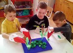 Setét Lászlóné Békavadászat a nádasban... Hozzánk is megérkeztek az első gólyák! Pancake Day Poster, Diy For Kids, Crafts For Kids, Finger Gym, Kindergarten, Motor Planning, Elementary Spanish, Diy Games, Diy Toys