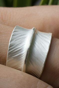 EISROSE Ring gehämmert 925 Silber gehämmerter Silberring Bandring Damen gehämmerte Ringe elegante Bandringe schlichter romantisch feiner außergewöhnlicher ausgefallener besonderer Silberschmuck Schmuck handgefertigt handgemacht #ringe #ring #eisrose