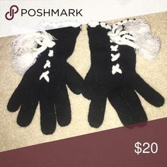Betsey Johnson Gloves Great condition! Betsey Johnson Accessories Gloves & Mittens
