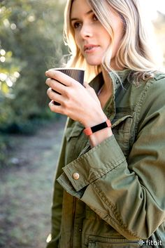 Fitbit Alta HR automatically detects when you've been active, giving you credit for those midday coffee walks. Click to learn more about this smart heart rate wristband.