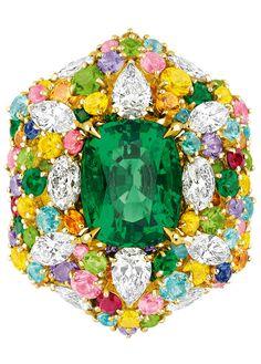 Dior Joaillerie ring #emerald #diamonds