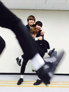 """yoongi photobombing every pic whenever he has the opportunity. its not that anyone can get mad anyways bc hes yoongi"" J Hope Twitter, Twitter Bts, Jimin, Bts Bangtan Boy, Yoonmin, Taekook, Wattpad, Seokjin, Namjoon"