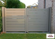 Portails Aluminium Maez www.toriportails.be Aluminium Door Design, Carport Aluminium, Aluminium Doors, Home Gate Design, Main Gate Design, Front Gates, Yard Gates, Gate Designs Modern, Privacy Fence Designs