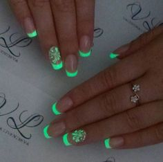 Be inspired from our favorite glow in the dark nail polish designs for your next evening engagement. Neon Acrylic Nails, Simple Acrylic Nails, Colorful Nails, Dark Nail Designs, Cute Acrylic Nail Designs, Stylish Nails, Trendy Nails, Nagellack Design, Glow Nails