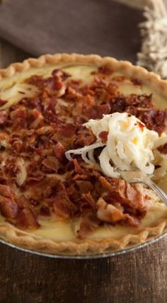 A savory pie with caramelized onions and bacon. Easter Recipes Sides, Side Dish Recipes, Vegetable Recipes, Vidalia Onion Pie Recipe, Vidalia Onions, Quiche Recipes, Brunch Recipes, Drink Recipes, Easy Casserole Dishes