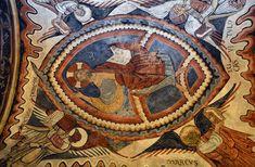Al igual que la pintura rupestre tiene su Capilla Sixtina en Altamira, la románica está en León, concretamente en el Panteón Real de San Isidoro. Aquí, la calidad y cantidad de los dibujos es tal que no tiene parangón en ningún otro lugar, y no hay que ser ningún experto para darse cuenta de ello.