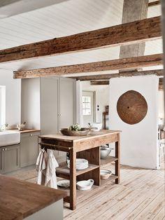 Swedish Farmhouse, Modern Farmhouse Kitchens, Home Kitchens, Swedish Home, Cottage Kitchens, Kitchen Modern, Black Kitchens, Country Farmhouse, Farmhouse Decor