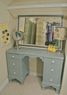 Repurpose a desk as a vanity. This will be my next project. I need to stop by the thrift shop soon! :)