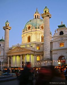 Christmas in Vienna! In December you can find a charming christmas market around the Karlskirche. Image by Helena Ludwig