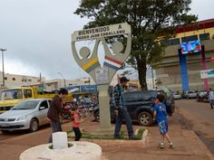 A single step separates Paraguay and Brazil. The border between Pedro Juan Caballero and Ponta Porã facilitates tourism. (Marta Escurra for Infosurhoy.com)