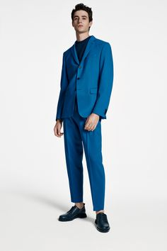 The BOSS Menswear Spring/Summer 2020 collection Mens Clothing Styles, Men's Clothing, Suit Fashion, Fashion Outfits, Hugo Boss Man, Modern Man, Knitwear, Menswear, Spring Summer