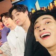 One of the many reasons why I love you guys Youngjae, Kim Yugyeom, Got7 Meme, Got7 Funny, Meme Faces, Funny Faces, Jinyoung, Beautiful Boys, Pretty Boys