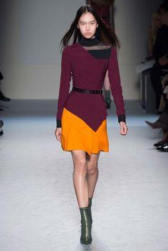 Roland Mouret Fall 2015 Ready-to-Wear Fashion Show - Sabina Lobova