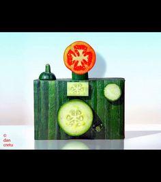 Un autre appareil photo réalisé cette fois avec une rondelle de tomate et un concombre/ ©Dan Cretu