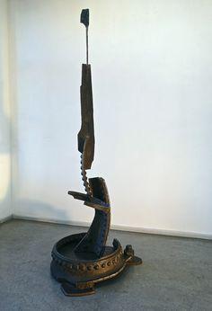 """Skulptur """"Basis"""",  Stahl (ehemaliger Kesselwagen) geschnitten und gefügt, Oberfläche gewachst, Höhe 2,2 m, ca. 100 kg"""