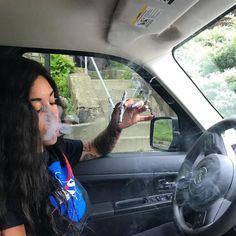 RUSSIAN PEARLETTE xc . 🕊 Weed Girls, 420 Girls, Boujee Aesthetic, Bad Girl Aesthetic, Girl Smoking, Smoking Weed, Smoking Pics, Rauch Fotografie, Thug Girl