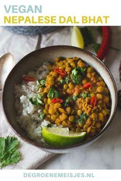 Maak deze heerlijke Dal Bhat. Een traditioneel gerecht uit Nepal. Met knoflook, ui, gember, linzen, kurkumapoeder, korianderpoeder, currypoeder, gepelde tomaten. Combineer het met rijst. Het is eenvoudig te maken, overheerlijk en ook nog eens vegan!