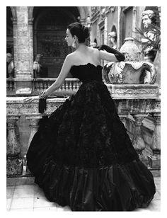 Black Evening Dress, Roma 1952 Affiches par Genevieve Naylor sur AllPosters.fr