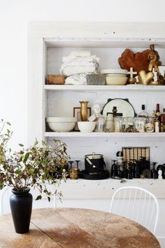 white painted brick backed shelving with eclectic decor styling photographed by Nicole Franzen. / sfgirlbybay Decor Style Home Decor Style Decor Tips Maintenance home French Decor, French Country Decorating, Interior Styling, Interior Design, Interior Decorating, Decorating Ideas, Decor Ideas, English Country Decor, Tumblr Rooms