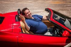 Leandro Hassum contracena com uma Ferrari no filme Até Que a Sorte Nos Separe - do blog Sun Tzu e A Arte da Guerra (http://www.suntzulives.com/).