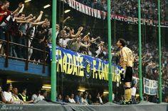 Abbiati celebrando el gol de Shevchenko en el derby de la semifinal de UCL contra el Inter.  13-05-2003