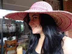 Pava Hollywood 8  Beautiful Pava like the stars in Hollywood. Perfect for the Beach and summer time.   Brim: 15 cms   Colors. Pink and White  Description: Genuine panama Hat Hand woven in Toquilla Palm, special for Beach and Summer    PRICE :     Euros $17