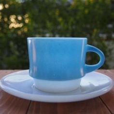 ファイヤーキング>カップ&ソーサー>ブルーモザイク>60年代刻印>No.140/Fireking Blue Mosaic Cup&Saucer、1966年〜1969年のわずか3年間しか製造されなかったシリーズのカップ&ソーサーです。It is a cup and saucer in the series that were not only manufactured only three years of 1969 - 1966.