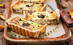 Kantarellpaj – recept med svamp och västerbottensost | Aftonbladet Healthy Dishes, Tasty Dishes, French Dinner Parties, French Appetizers, Choux Pastry, Food Fantasy, Fancy Desserts, Brain Food, French Food