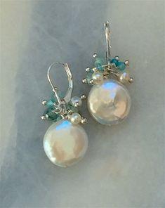 Gold Heart Stud Earrings/ Minimalist Earrings/ Heart Earrings/ Rose Gold Earrings/ Gift for Her/ Dainty Earrings/ Graduation Gift - Fine Jewelry Ideas Pearl Jewelry, Beaded Jewelry, Jewelery, Fine Jewelry, Handmade Jewelry, Bridal Jewelry, Pearl Necklace, Wire Jewelry Earrings, Skull Jewelry