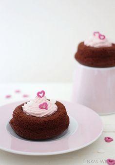 Tinkas Welt: Brownietörtchen mit Erdbeerfrosting - für Schokofans!