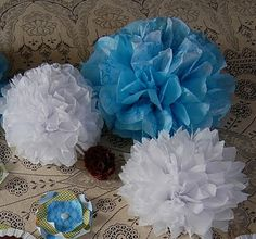 How to Make Pom Pom Tissue Flowers - tutorial by saltbox treasures - #DIY #flowers #tissue #paper #crafts #instructions #tutorials - tå√