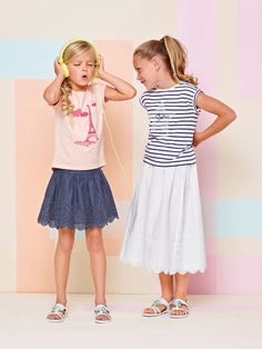 Leve, fluída e verdadeiramente agradável de usar, a saia em voile realçada por bordado inglês. para seduzir a moda de verão. #saia #menina #bordado #moda