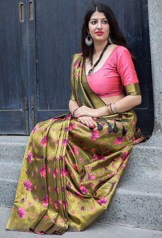 Blouse Back Neck Designs, Saree Blouse Designs, Beautiful Girl Indian, Most Beautiful Indian Actress, Beautiful Saree, Beautiful Women, Blouse Designs Catalogue, Sari Design, Belleza Diy