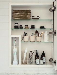 Inspiration of Minimalist Bathroom Storage Ideas To Add To Your Own Home - Medicine Cabinet Organization, Bathroom Organization, Organization Ideas, Medicine Cabinets, Organize Medicine, Organized Bathroom, Storage Ideas, Organizing Tips, Cabinet Storage