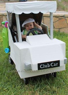 This baby Golfer in a Golf Cart stroller costume is so easy, all I used was: Single Stroller, large sheets of card board , several Stroller Halloween Costumes, Golf Costumes, Stroller Costume, Baby Costumes, Halloween Bebes, Family Halloween Costumes, Halloween Fun, Halloween Makeup, Baby Kostüm