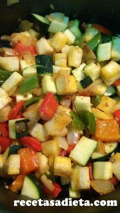 Preparando PISTO DE VERDURAS...me encantan los platos tradicionales y éste es una de mis favoritos por lo saludable y delicioso que queda!! Receta paso a paso con fotos #pisto #pistosaludable #pistocasero #verduras #comidareal #recetasaludable #ricoysano #comidasana #fitness #fitfood #eatclean #bypassgastrico Fruit Salad, Fitness, Recipes, Salads, Vegetables, Meals, Healthy Food, Healthy Recipes, Beverage