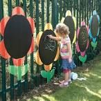 Love these huge flowers with blackboard paint in the middle!