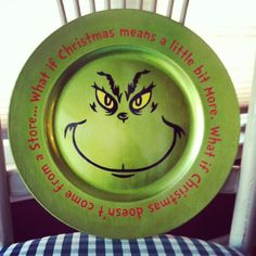 Charger Plate by GiGisVinylDesigns on Etsy… Grinch Party, Le Grinch, Grinch Christmas Party, Christmas Vinyl, Christmas Plates, Winter Christmas, Holiday Fun, Christmas Holidays, Christmas Ornaments