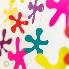 Závěsná dekorace Luční květy. #montessori #zavesnadekorace #deti #bydleni #interier #mimimo #detskypokoj Mobiles, Montessori, Bloom, Instagram Posts, Cards, Design, Mobile Phones, Maps