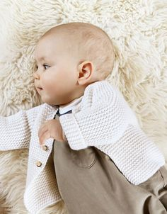 Cocon de chaleur et de douceurh ttp://www.petit-bateau.fr/ Lil Baby, Baby Kind, Little Babies, Baby Love, Baby Girl Fashion, Toddler Fashion, Kids Mode, Tricot Baby, Cardigan Bebe