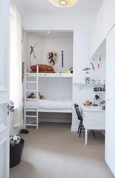 Beliches são ótimas opções para aproveitar melhor o espaço em ambientes pequenos. Além do conforto e beleza ao comprar uma beliche deve ser observada a segurança do móvel. A escada do beliche preci...